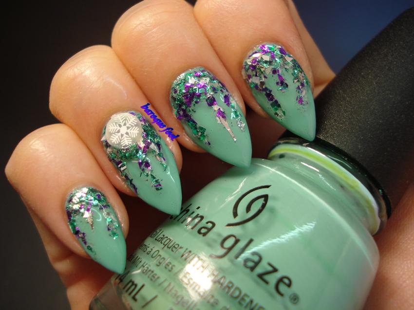 baroque fool: TUTORIAL: Glitter icicle nail art