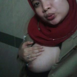 Foto Bugil Ibu Guru Berjilbab Pamer Toket Super Gede ...