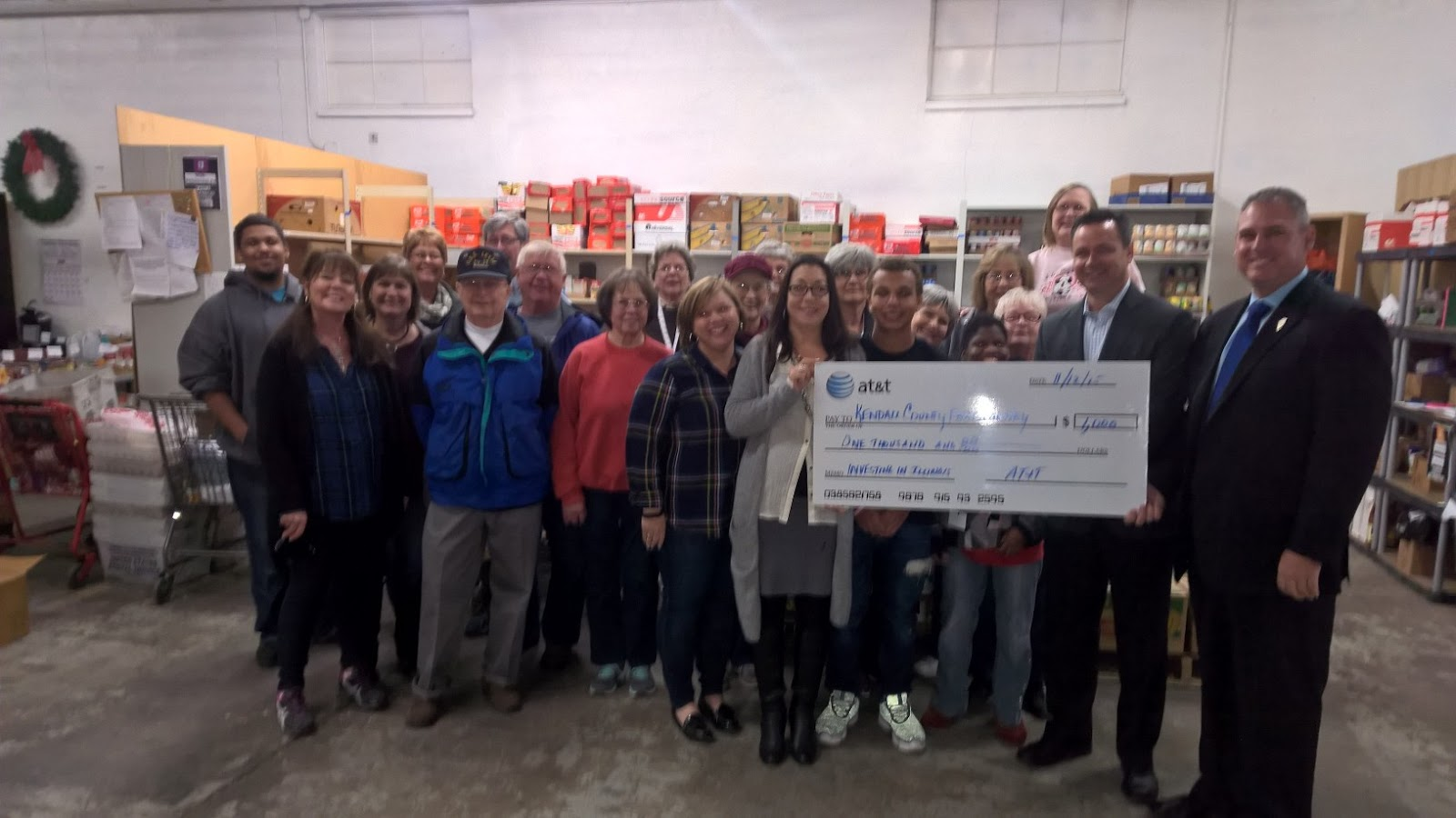 Illinois kendall county oswego - Keith Wheeler R Oswego Joins At T S John Quinn In Presenting A 1 000 Investing In Illinois Award To The Volunteers And Staff Of The Kendall County Food