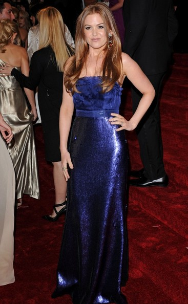 Isla Fisher in a sleek royal blue bustier Tory Burch gown with a heavily sequinned skirt at the 2011 MET Gala.
