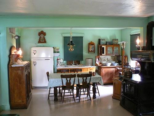 Simple Amish Kitchens