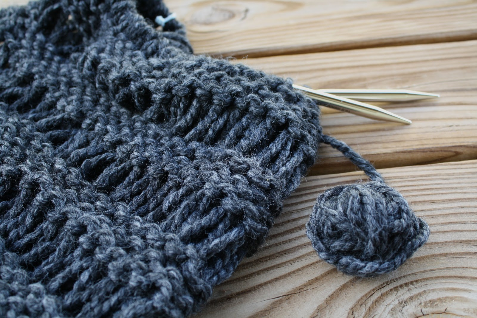 Knitted Drop Stitch Cowl Pattern : Luna Grey Fiber Arts: On The Needles - Drop Stitch Cowl