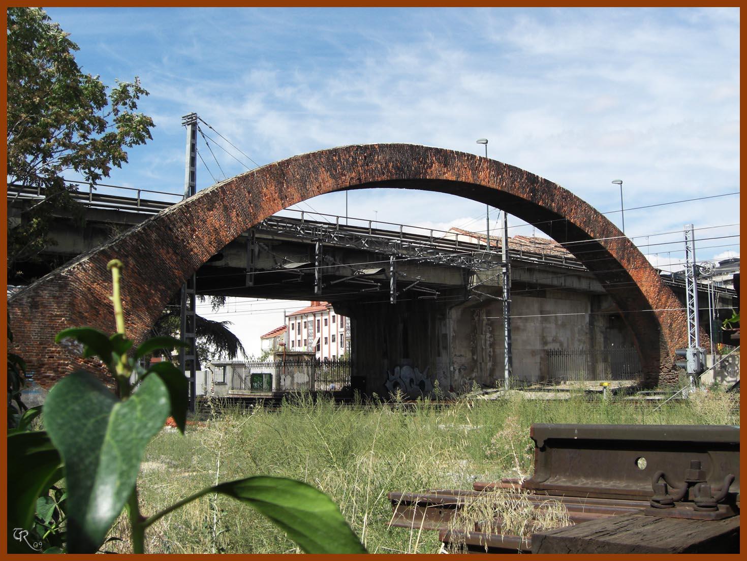 Domvs pvcelae historias de valladolid el arco de for Arcos de ladrillo