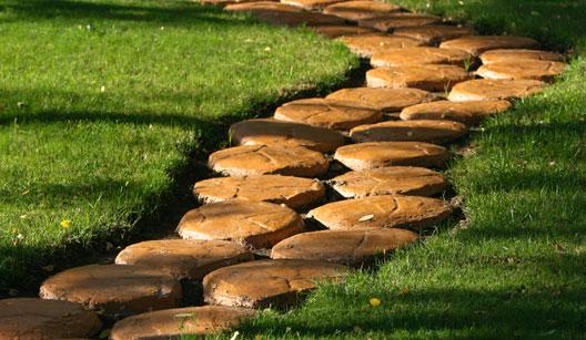 pedra jardim caminho:Monalize Borges Paisagismo: É pau, é pedra, é o fim do caminho