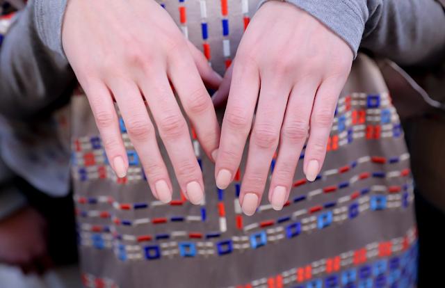 BCBG automne 2015 ongles nail beige rosé crème nude