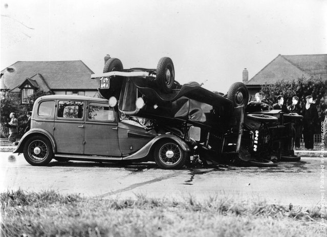 Old Pictures Of Car Accidents In London Vintage Everyday