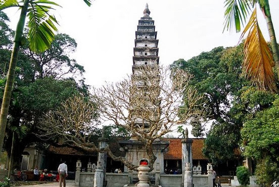 Cho thuê xe 16 chỗ đi Phủ Dầy, đền Trần