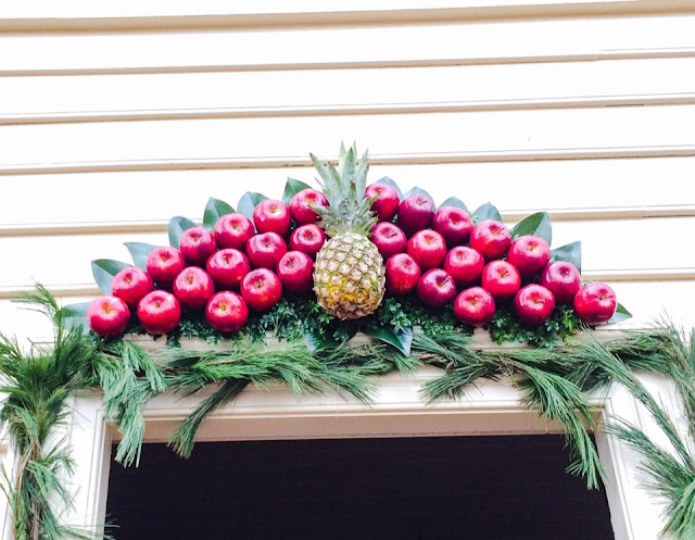 williamsburg christmas decoration pineapple apple swag