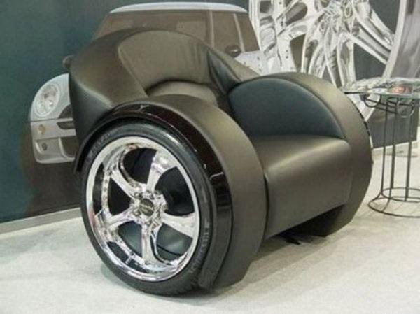 необычное кресло на колёсах