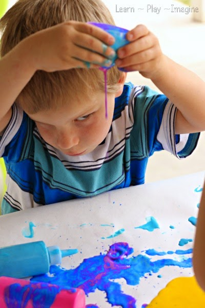 Observing liquids - combining art and science with this open ended art project for preschoolers