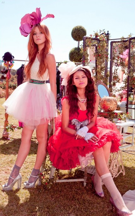Zendaya & Bella Thorne 'fashion Is My Kryptonite' Fotos