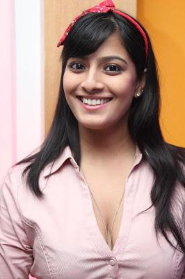 gorgeous varalakshmi at i phone 5 launch stills photos