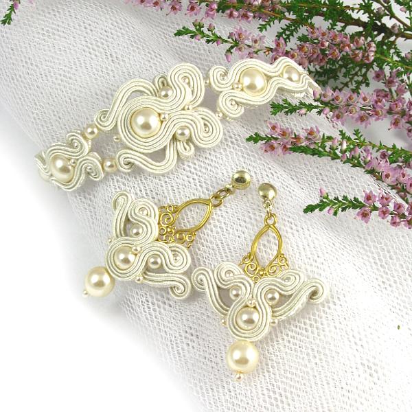 Złota biżuteria ślubna z perłami