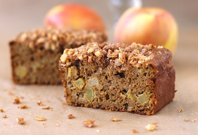 Healthy Whole Wheat Apple Pie Bread with an Oatmeal Streusel - Desserts with Benefits