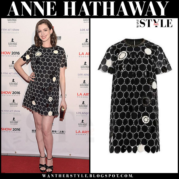 Anne Hathaway in black circle embroidered marc jacobs mini dress and black platform miu miu sandals what she wore red carpet
