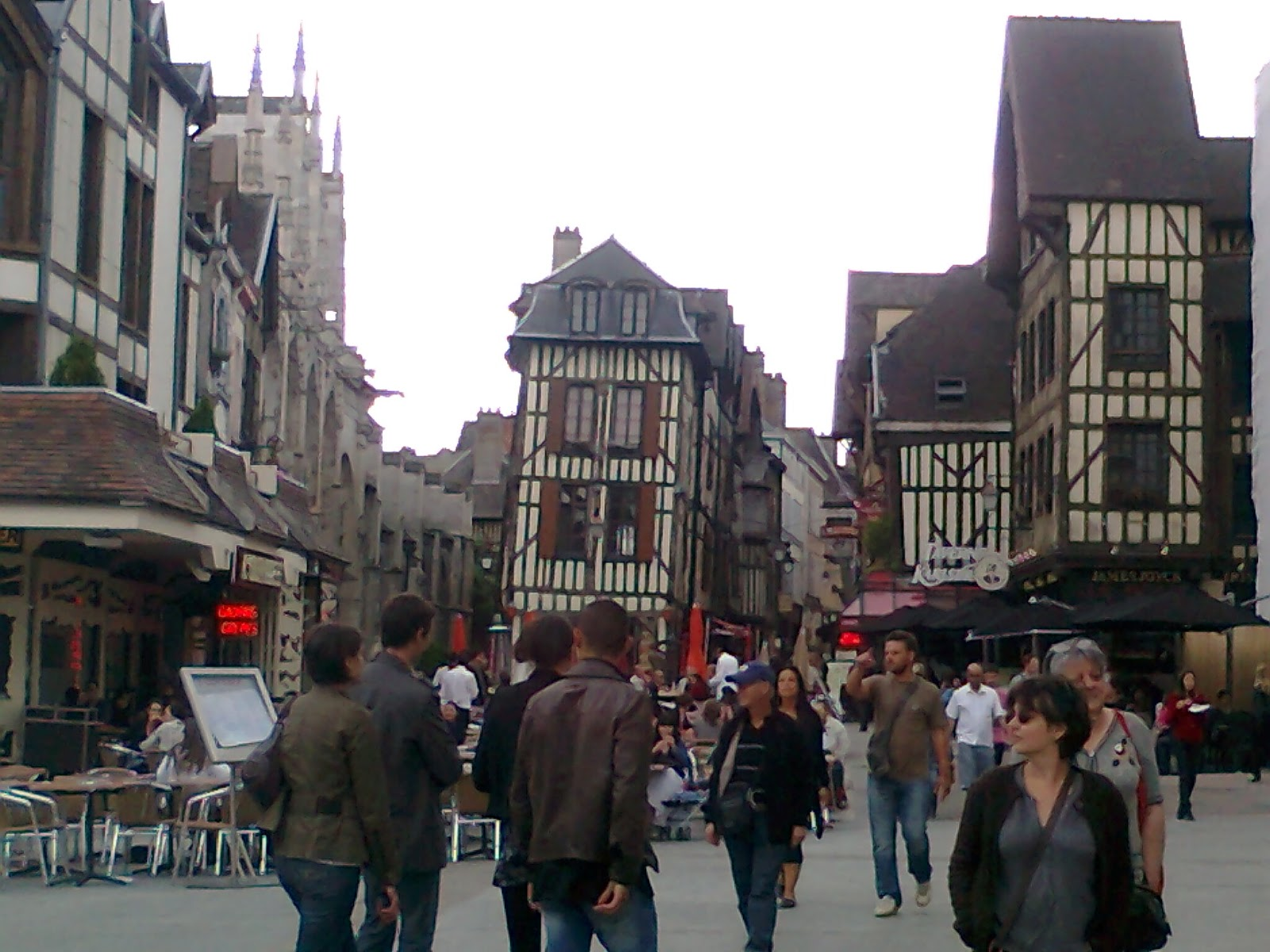 Voyages avec le auros voyage a troyes les magasins d for Troyes magasin d usine soldes