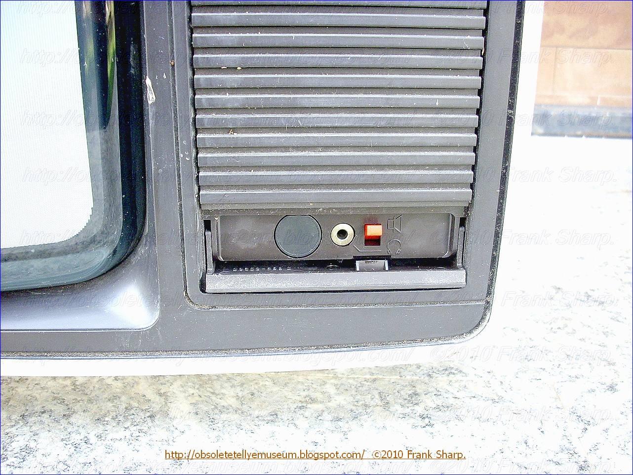 Obsolete Technology Tellye !: GRUNDIG SUPER COLOR A4205 SERIE ...