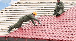 Atap metal umumnya berupa lembaran serta terbuat dari baja lapis enteng (zincalume steel).