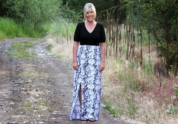 http://www.ehow.com/ehow-crafts/blog/diy-easy-summer-maxi-dress-in-15-minutes-or-less/