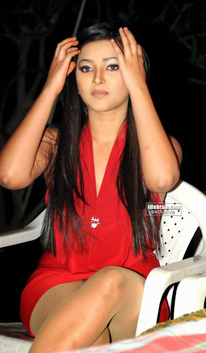 Swetha Basu sexy thighs