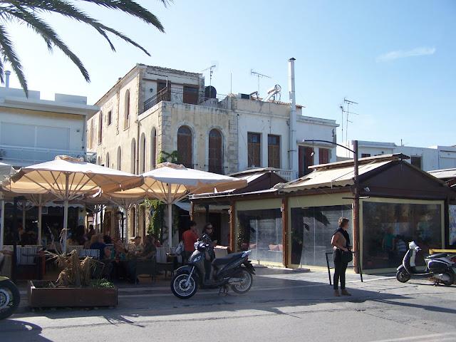 Resmo sahilindeki evler ve lokantalar