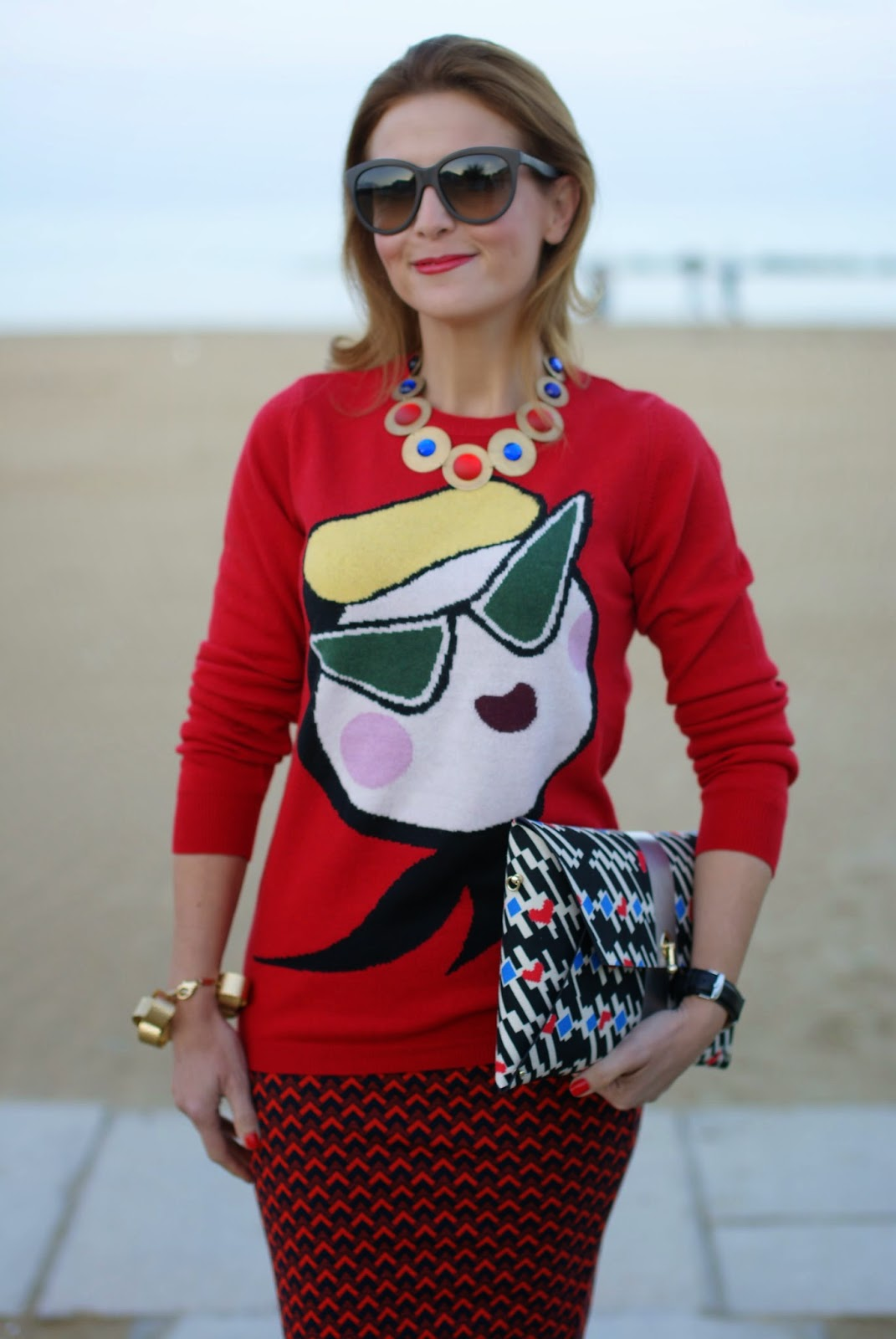pencil skirt, Pull & Bear skirt, Moschino red sweater, Fashion and Cookies, fashion blogger