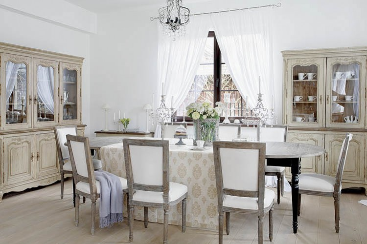 Boiserie c bianco lino per il nuovo shabby chic for Nuovo stile cottage in inghilterra