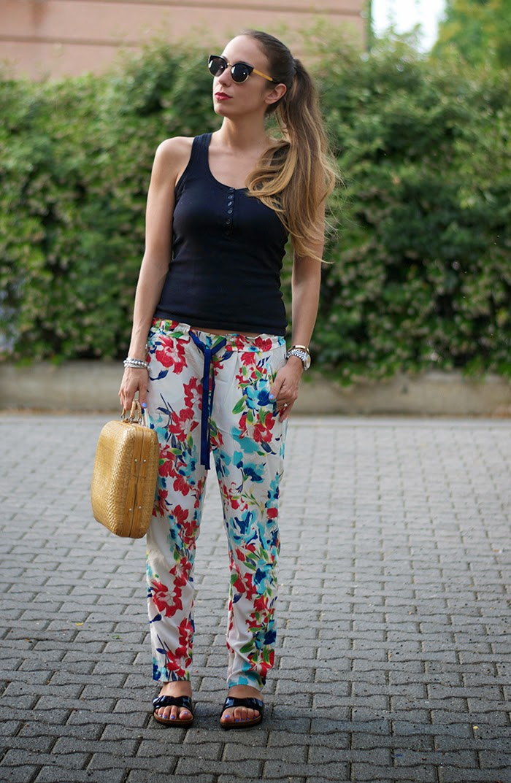 canotta nera + pantalone fiori