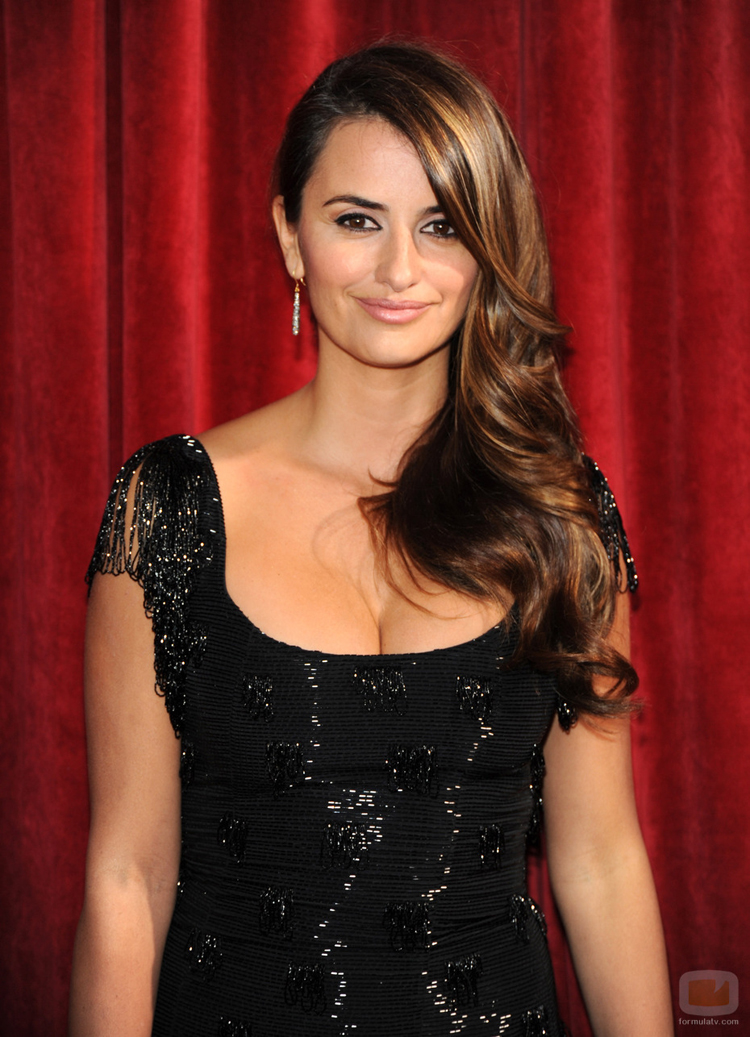 Fresh Look Celebrity Penelope Cruz Hairstyles 52