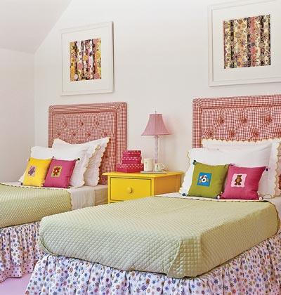 Organizar quarto pequeno com duas camas