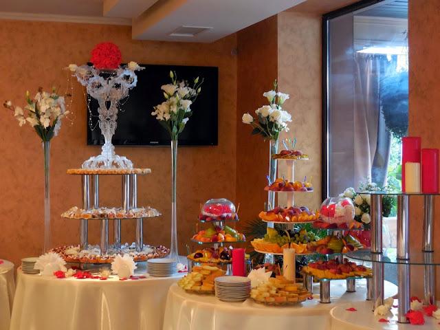 Солодкі столи на українському весіллі