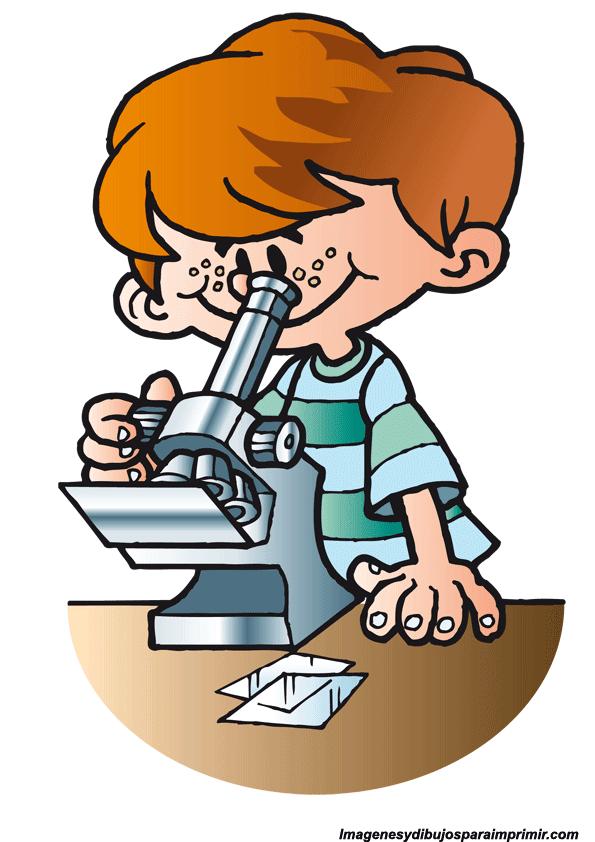 Niño mirando al microscopio