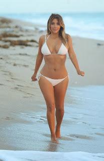 English: Kim Kardashian white bikini Miami November 30, 2013