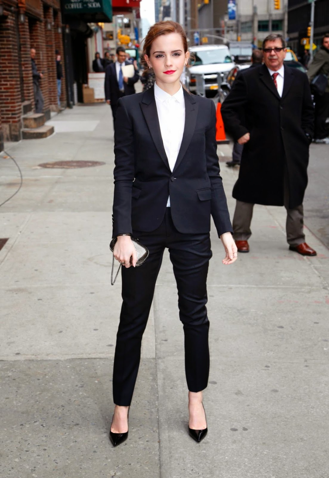 emma watson modest style modest celerity looks hijab tznius frum lds mormon penticostal fashion