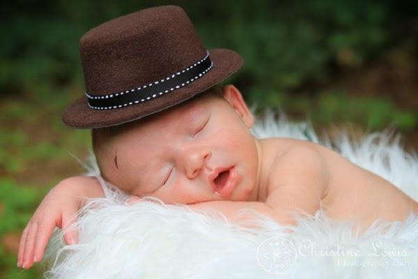 Image beau bébé garçon qui dort