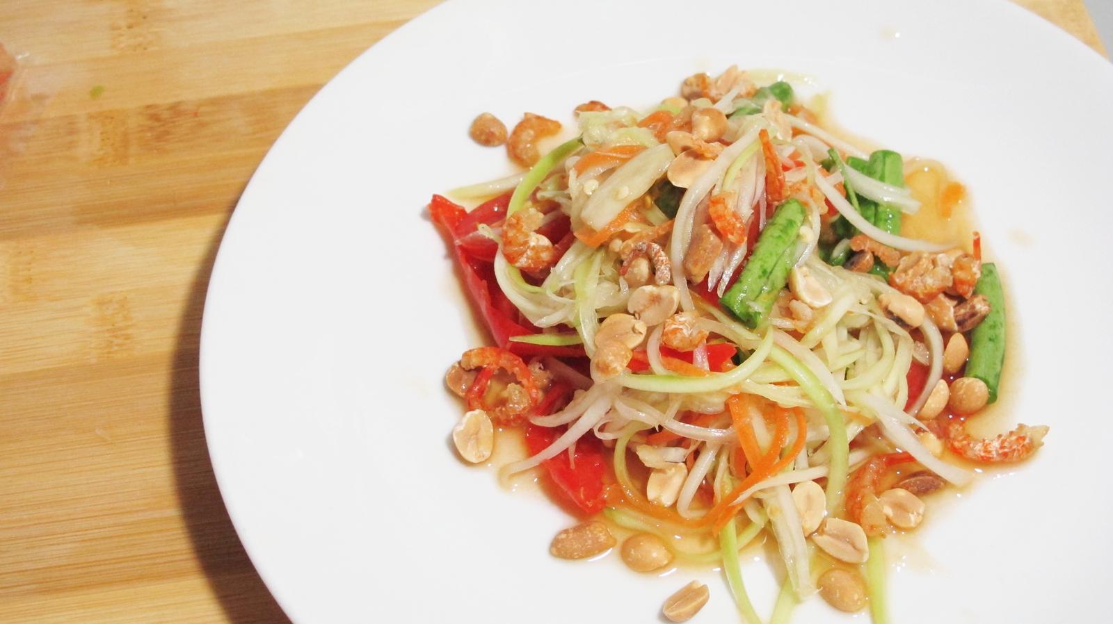kitchenaholics som tamsom tum thai spicy papaya salad