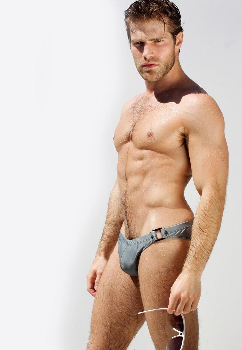 Solo Jackoff - boy briefs, jocks, twinks - hot gay guys in their underwear and briefs.