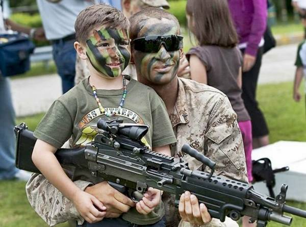 Funny young boy with army man wearning army dress with face camofladge | Funny animal picture of the day 21 05 2012 | Totally Cool Pix | Big Picture | funny boy | army | fight | gun fight | young army guy | cute army boy
