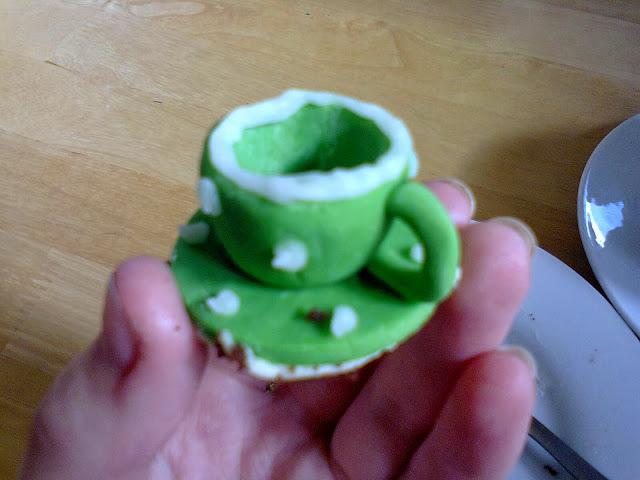 cupcake icing via lovebirds vintage