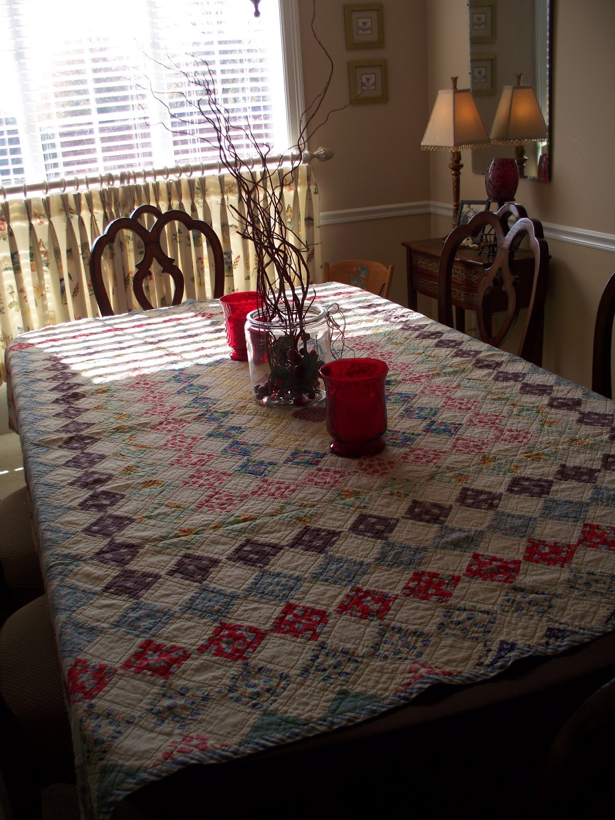 Carol 39 s heirloom collection quilt cozy dining for Dining room quilter
