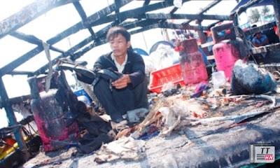 Tàu cá Việt bị tàu Trung Quốc bắn tan hoang trên vùng biển của Việt Nam, nhưng ông Hồng Lỗi vẫn lớn tiếng cho rằng đây là hành động 'chính đáng và cần thiết'?. Ảnh: Nguyễn Thành.