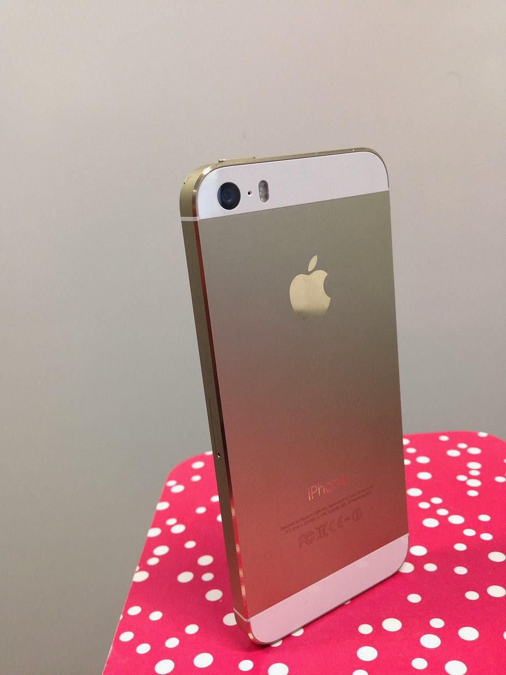 iphone 5s gold hands on