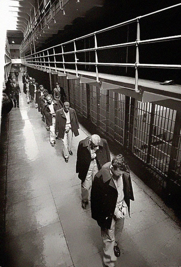 40 Must-See Photos Of The Past - Last prisoners of Alcatraz leaving, 1963