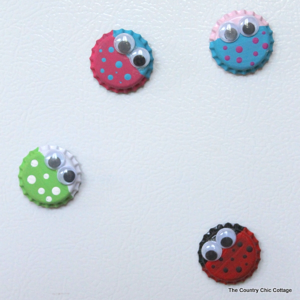 Bug magnet kids craft with bottle caps the country chic for Bottle cap craft ideas for kids