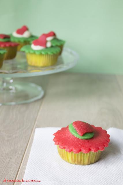 cupcake de vainilla con cobertura de mazapan