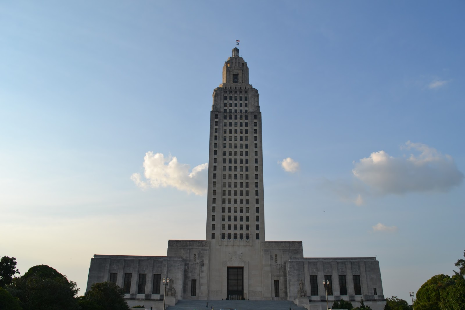 Travelin 39 man lousiana state capital building for Cost of building a house in louisiana