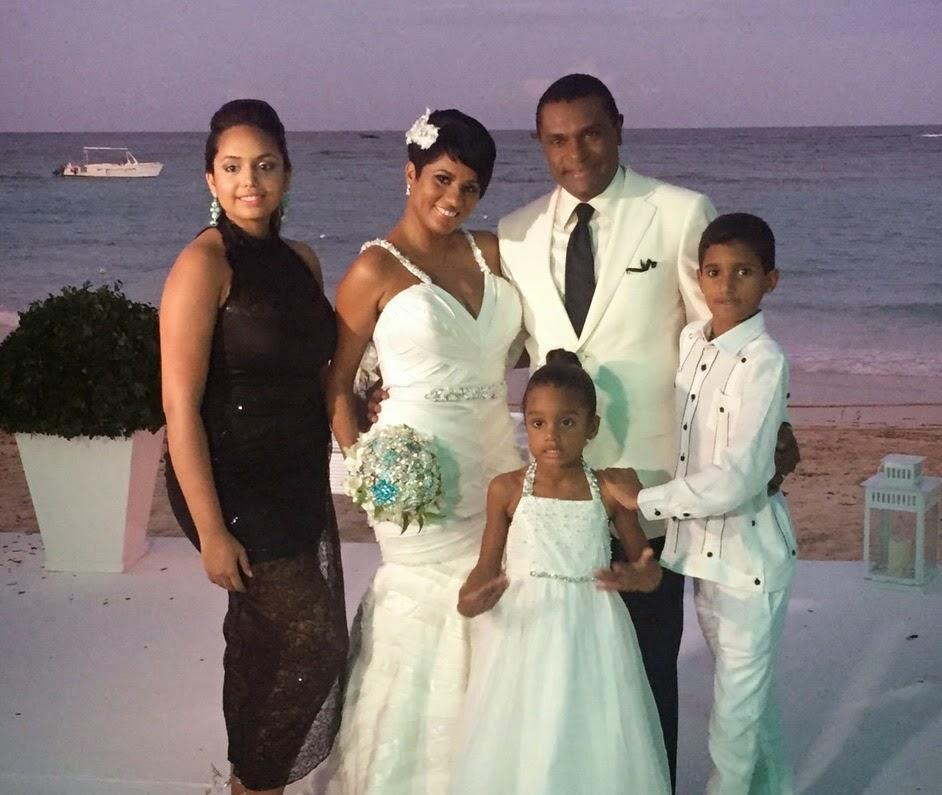 José Alberto (El Canario) y Terely Leger formalizaron su relación de tantos años, en una ceremonia íntima.