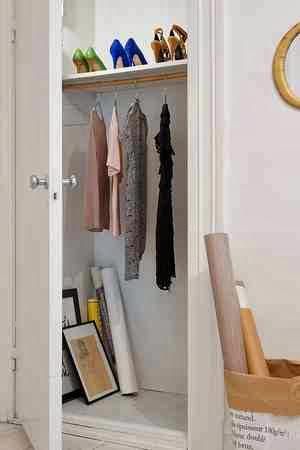 Niewielka, zamykana garderoba
