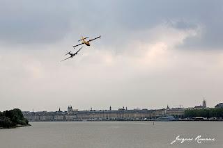 Canadair au dessus de Bordeaux