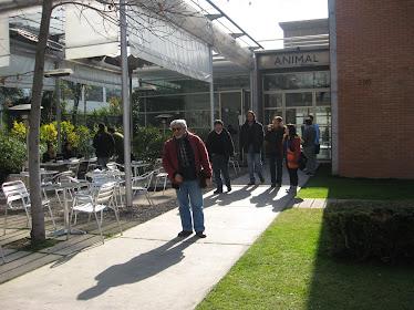 CAM saliendo de la Galería Animal (8-7-2011)